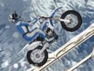 Cascade de Moto en Hiver